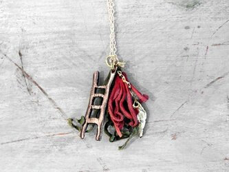 ハシゴと豆の木のペンダントの画像