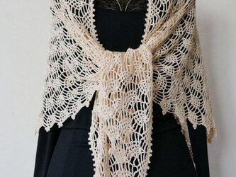 リネン糸のパイナップル編み三角ストール(アンズクリーム)の画像