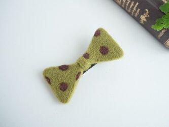 羊毛リボンのヘアクリップ〈オリーブドット〉の画像