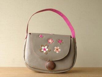 お花のハンドバック(グレー×ピンク)の画像