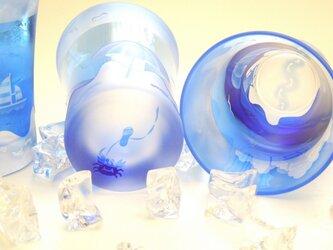 海辺のグラス <パラソルとサンダル>の画像