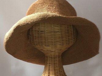 リネンの糸で編んだサラサラつば広帽子の画像