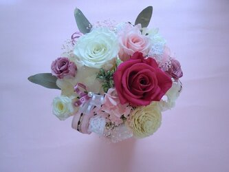 プリザーブドフラワー 結婚祝い等に最適なフランス製高級リボンとレースのリボンで清楚なピンクパールホワイトアンジュの画像