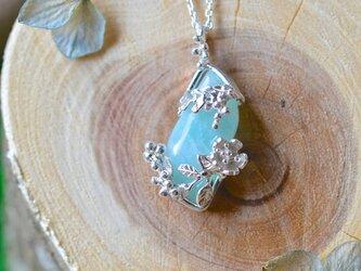 ミモザと桜の青空ネックレス(一点もの)の画像