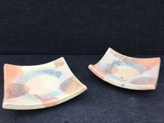 レース地のスクエア皿(青リングとピンク)の画像
