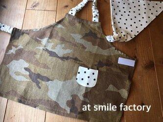 自分で着れる子供エプロン100~110迷彩&三角巾セット(送料無料)の画像