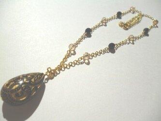 ブラック&ゴールドのネックレスの画像