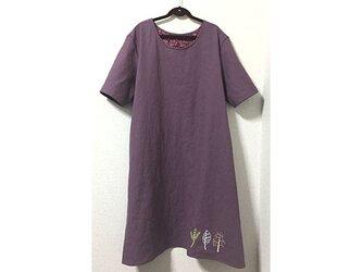 裾に刺繍の綿麻ワンピースの画像
