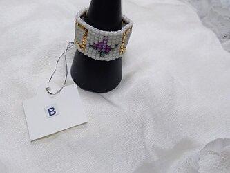 ビーズ織の指輪B(ホワイト×バラ・ピンク)の画像