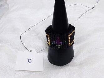 ビーズ織の指輪C(ブラック×バラ)の画像