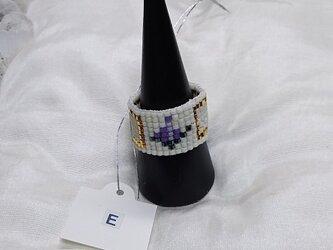 ビーズ織の指輪E(ホワイト×バラ・パープル)の画像