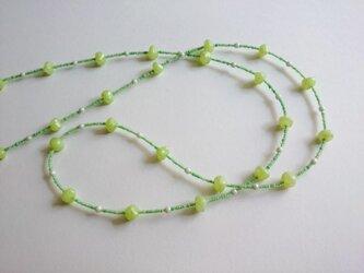 ライトグリーンのヴェネチアンビーズネックレスの画像
