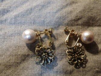 ピンクコットンパールとflowerのイヤリングの画像