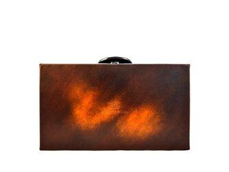 アクロモ ブラウン ボックス クラッチバッグの画像