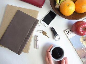 薄いシンプルなポーチ - Flat Pouch - グレー - :カレン クオイルの画像