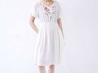 【L】刺繍小花でシンプルな半袖ワンピース♪の画像