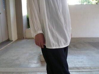ギャザーのシャツの画像