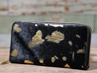 イタリア産 毛付き牛革 黒×ゴールド 長財布 ラウンドファスナー 牛革 皮 ハンドメイド 手作りの画像