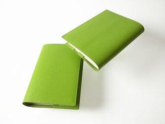 - 単行本 - ドイツ製牛革のブックカバー - ライトグリーン - :カレン クオイルの画像
