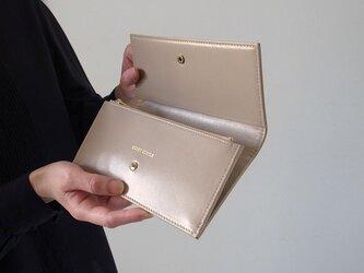 スムースレザーで作ったシックな長財布 - Long Wallet - ベージュ - :カレン クオイルの画像