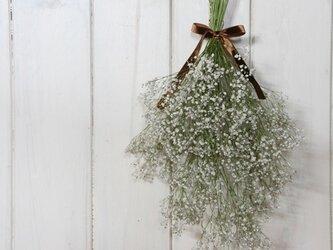 かすみ草のスワッグの画像