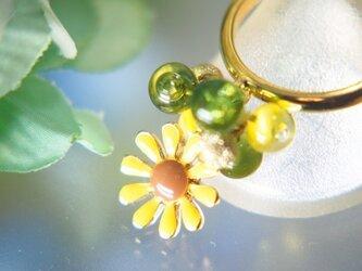 黄色いお花のリングの画像