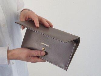 スムースレザーで作ったシックな長財布 - Long Wallet - グレー - :カレン クオイルの画像