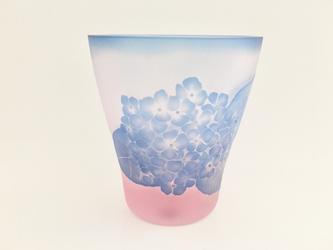 紫陽花と青もみじの画像