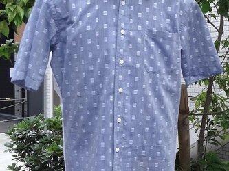 涼しいカットボイルグレイと白で切り替えしたおしゃれなメンズシャツL寸相当の画像