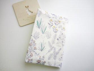 (文庫本用)優しい色合い*森の草花と動物  ブックカバーの画像