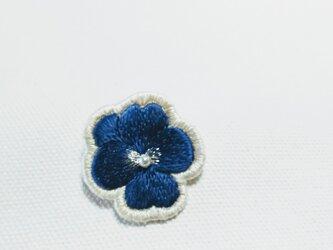 艶っぽい 深い紺色のビオラのブローチの画像
