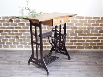かわいいミシン脚テーブル(1点もの)の画像