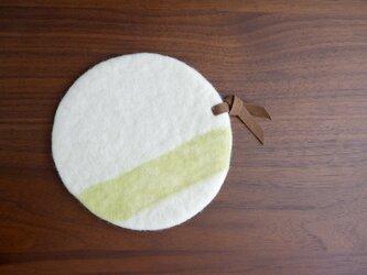 羊毛のポットマット〈ホワイト×ライトグリーン〉の画像