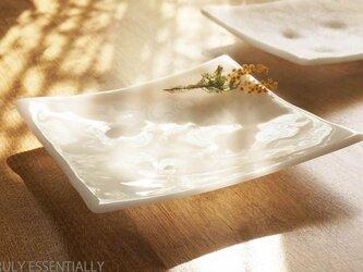 純白ガラスの大皿 -「 KAZEの肌 」● 24cm・光沢の画像