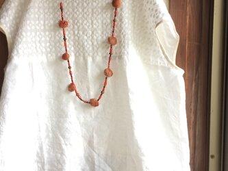 リネン×プルメリア刺繍レース バイカラーフレンチスリーブ ブラウス オフホワイトの画像