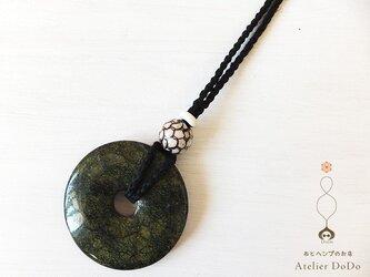 《神聖なる円盤:直径50mm》グリーンレースストーンのヘンプペンダントの画像