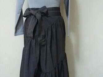 斜めギャザースカートと変わりスカーフの画像