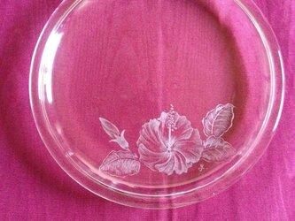 ハイビスカスのプレート 〜手彫りガラス〜の画像