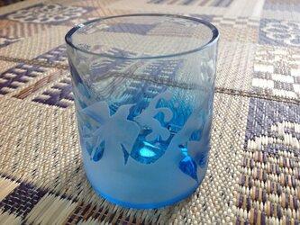 波に燕グラスの画像
