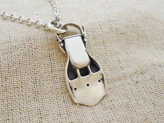 ダイビングフィンのペンダントネックレス 銀製(シルバー925)の画像