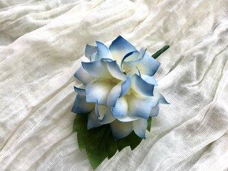 紫陽花のコサージュの画像