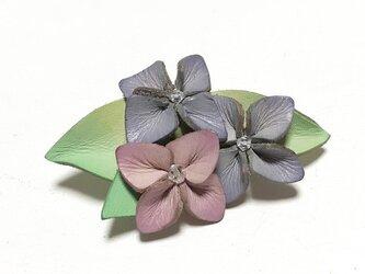 革の紫陽花ブローチの画像