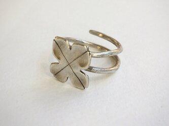 四つ葉のクローバーのリング(シルバー)の画像