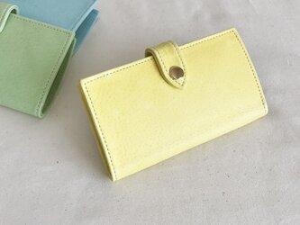 淡い黄色のiphone7ケースの画像