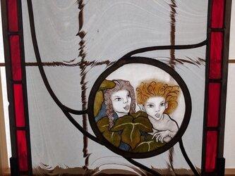 ステンドグラス~闇夜の中の妖精達のパネルの画像