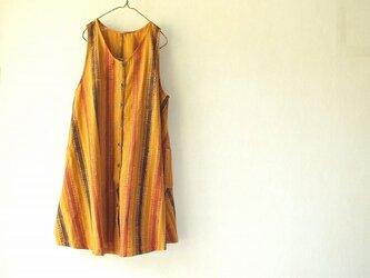 ぺたぺた木版更紗のエプロンドレスの画像