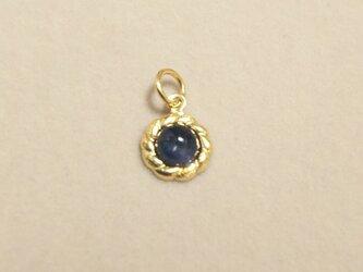 宝石質ブルーサファイアカボションチャームの画像