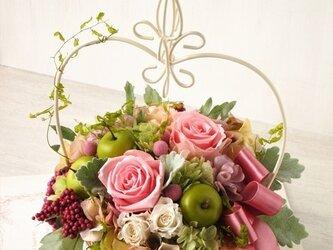 ワイヤーバスケットアレンジメント(ピンク)【プリザーブドフラワー】【お祝い ギフト プレゼント】の画像