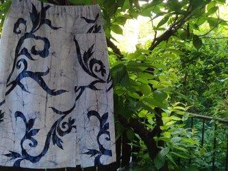 ろうけつ染め浴衣地(反物)からスカートの画像