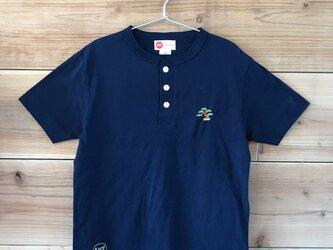 盆栽 刺繍 ヘンリーネックTシャツの画像
